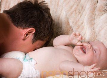 Bé chơi với cha thông mình hơn