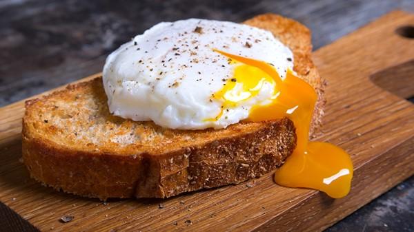 Tránh ăn trứng sống khi mang thai